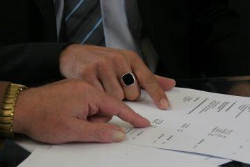dokumenty i ręce