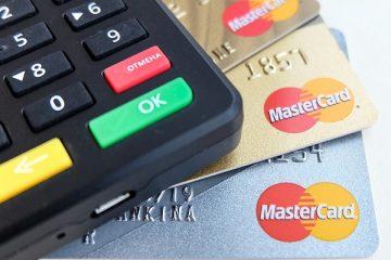 karty kredytowe i kalkulator