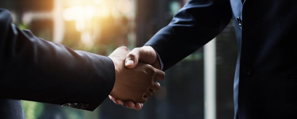 ZBP i FRRF uscisk dłoni biznesmenów